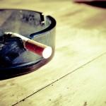 Przypalanie szlugów jest jednym z bardziej tragicznych nałogów